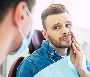 Male patient visiting dentist about tooth pain